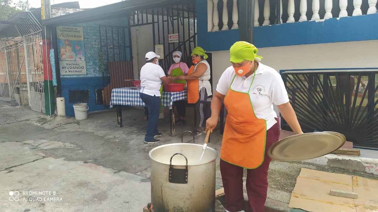 Únete para alimentar 36.000 personas a través de 75 ollas comunitarias durante 3 meses