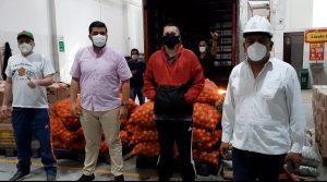 Las barras del Barón Rojo Sur y Frente Radical, realizaron olla comunitaria para apoyar a las familias afectadas en la pandemia