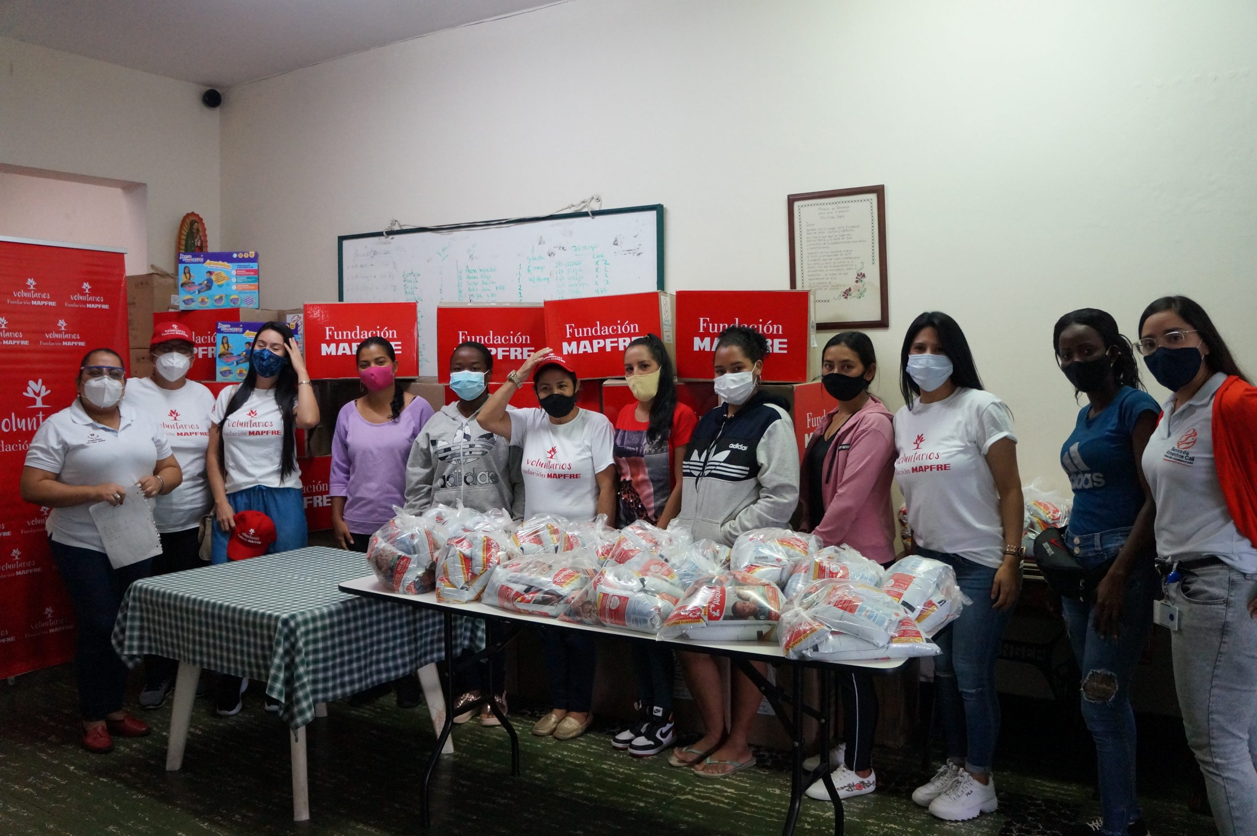 Entrega Donaciones Mapfre FUndación pro vida digna Mujeres lactantes (4)