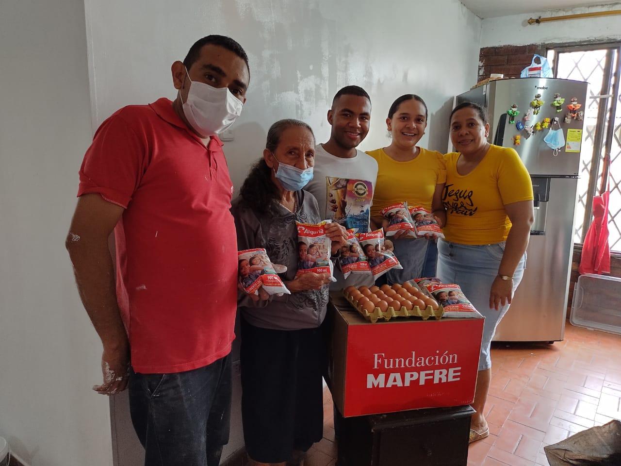Entrega donación Fundación Canto Alabanza (6)