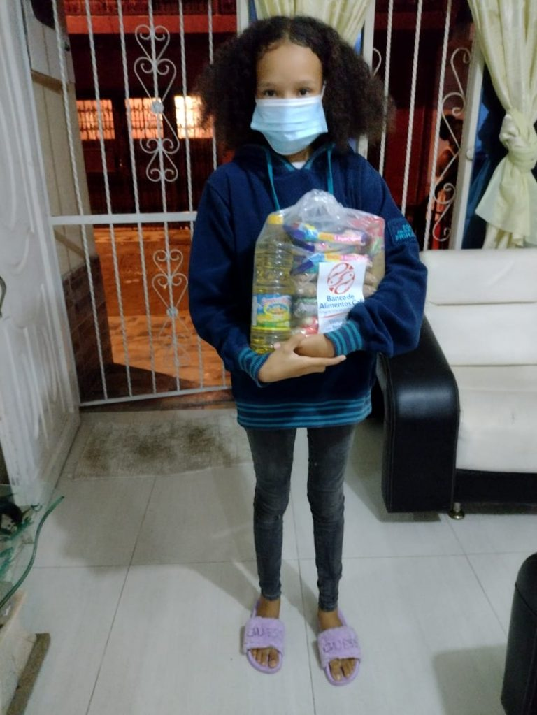 Entrega Kits Alimentarios Fundación Futuro y Encuentro (2)