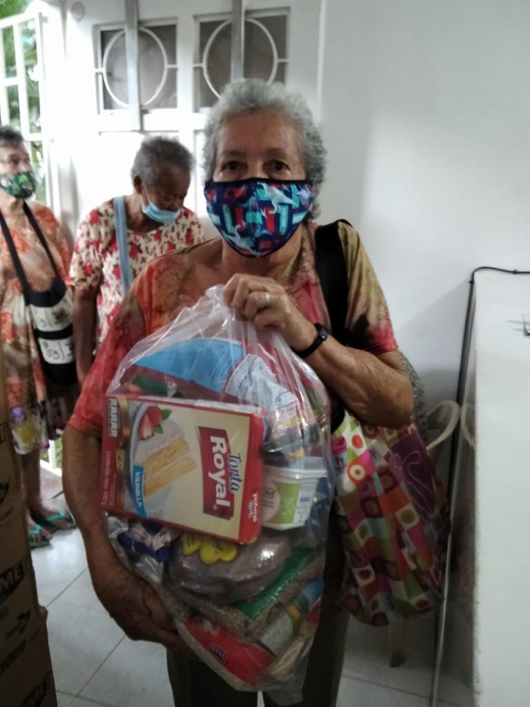 Entrega Kits Alimentarios Parroquia Doce Apostoles (15)