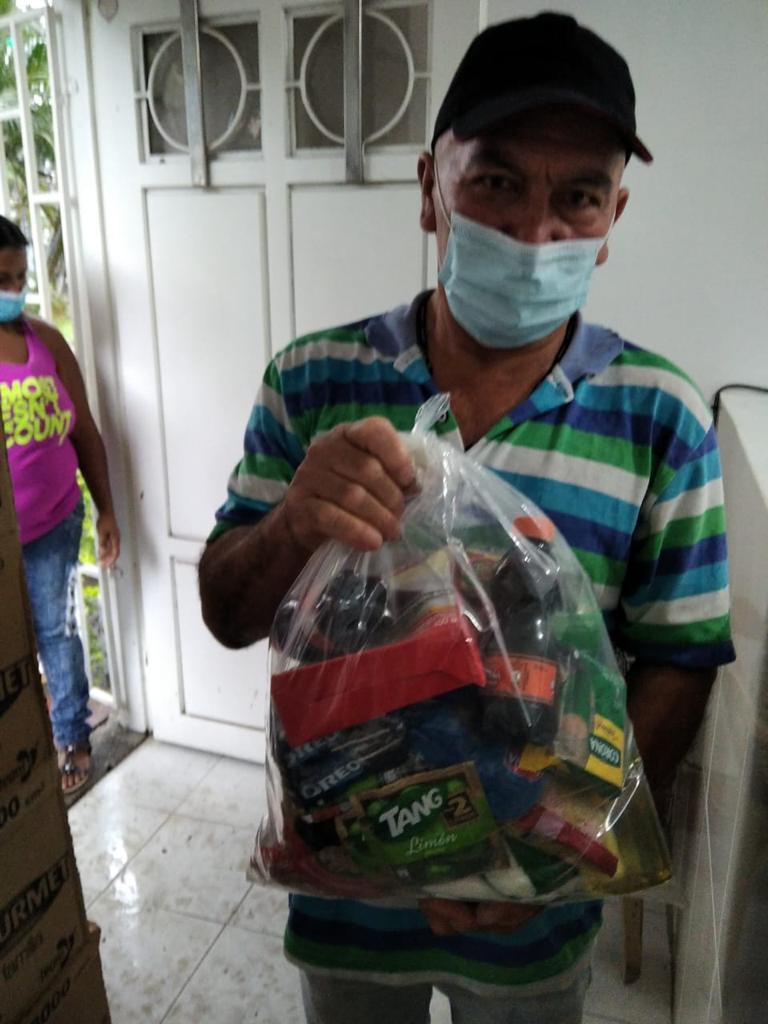 Entrega Kits Alimentarios Parroquia Doce Apostoles (2)